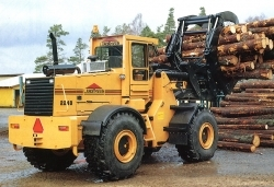 A wheel loader from Ljungby machine equipped with timber grip.