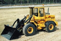 A wheel loader from Ljungby machine equipped with traditional bucket.
