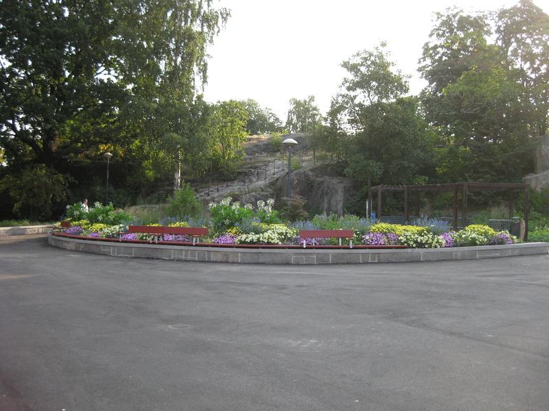 Droppbevattning i rabatt i Tornparken Sundbyberg