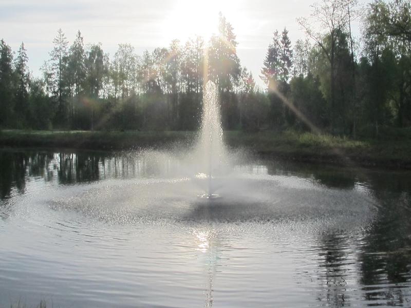 Flytande fontän från Kasco i damm.